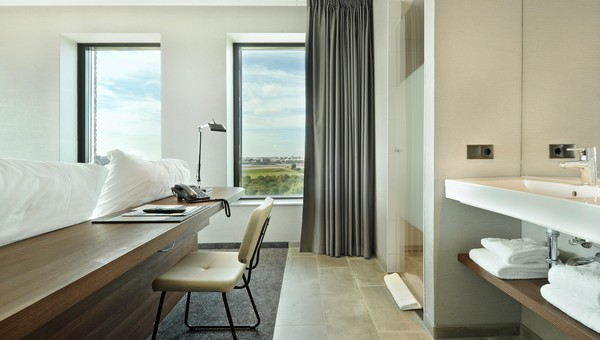 Comfort room (corner) with open bathroom (30m2) | Van der Valk Hotel ...